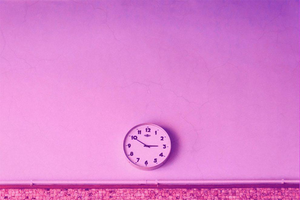 Illustration 12-Stunden-Tag mit Uhr