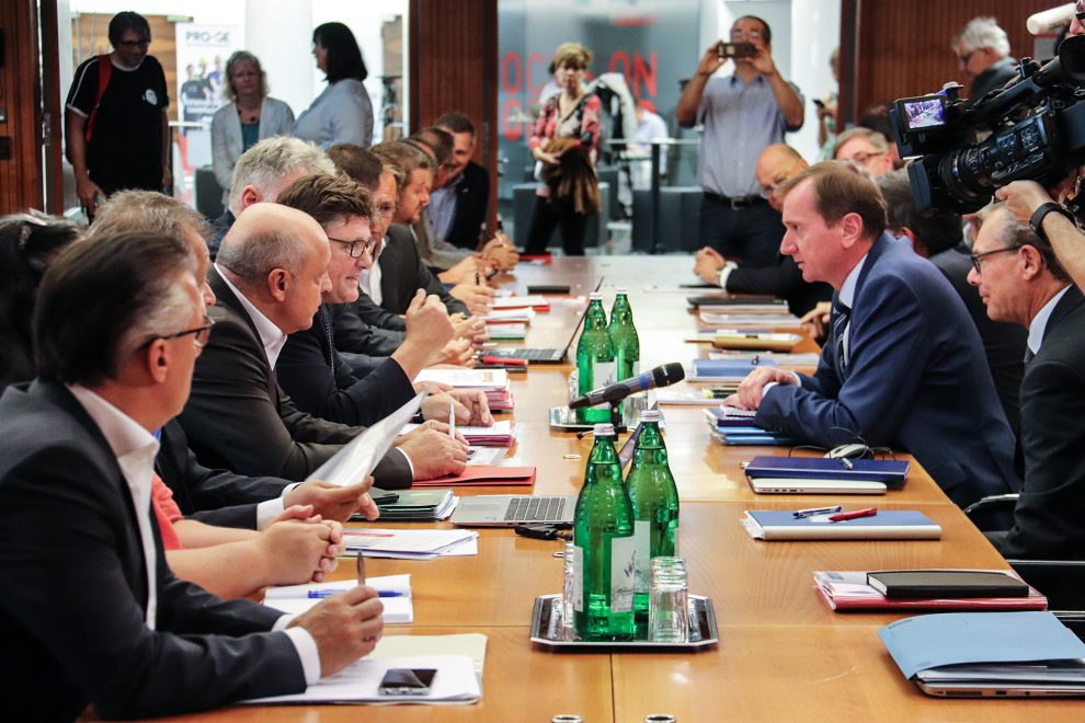 Foto der Verhandlungsteams