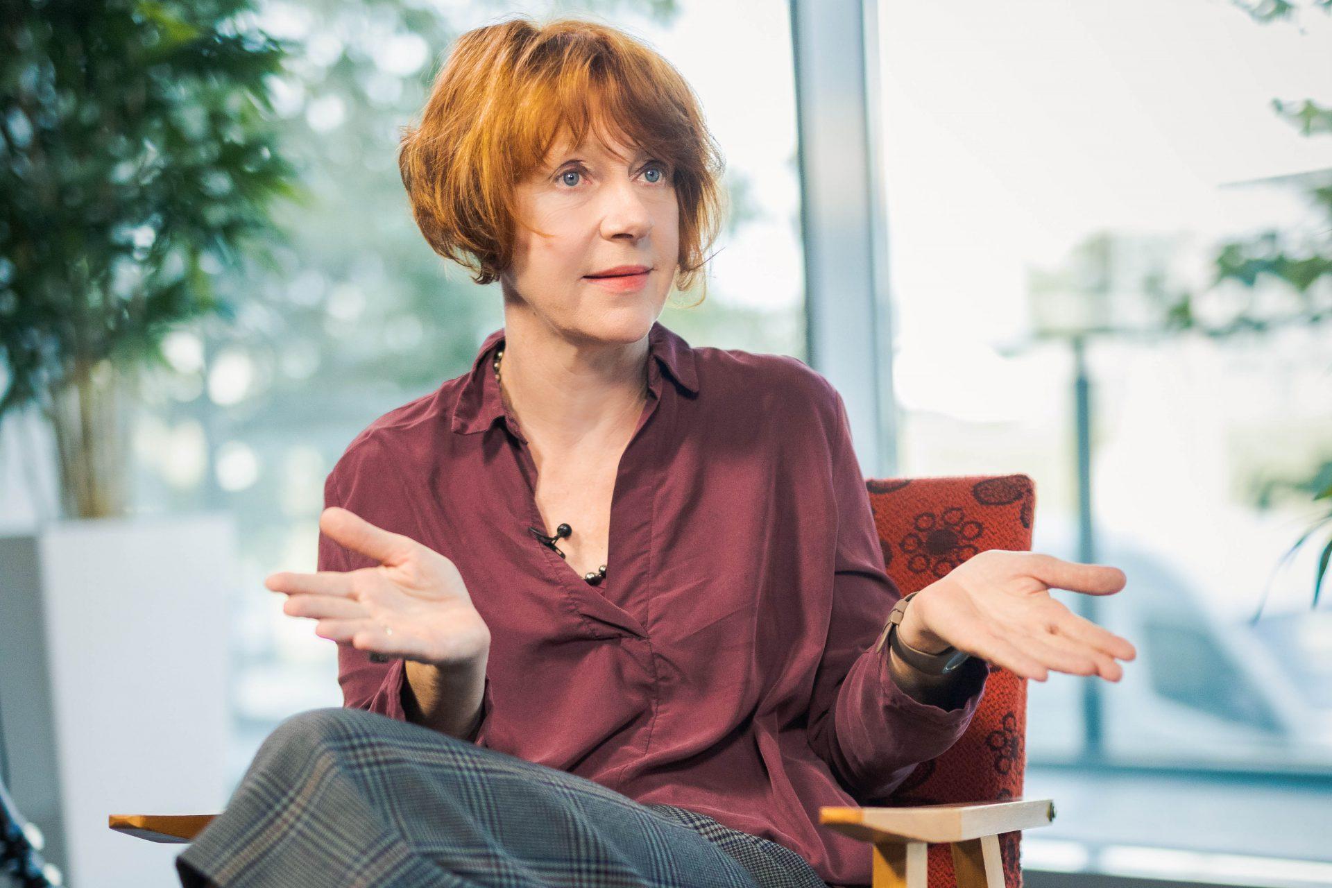 Ulrike Guérot hinterfragt wie gerecht es ist, wenn Repräsentation von Zeit und Geld abhängt.