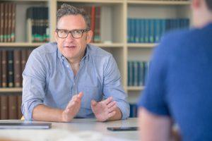 Martin Gruber-Risak kritisiert die Covid-19-Gesetzgebung und deren Kommunikation