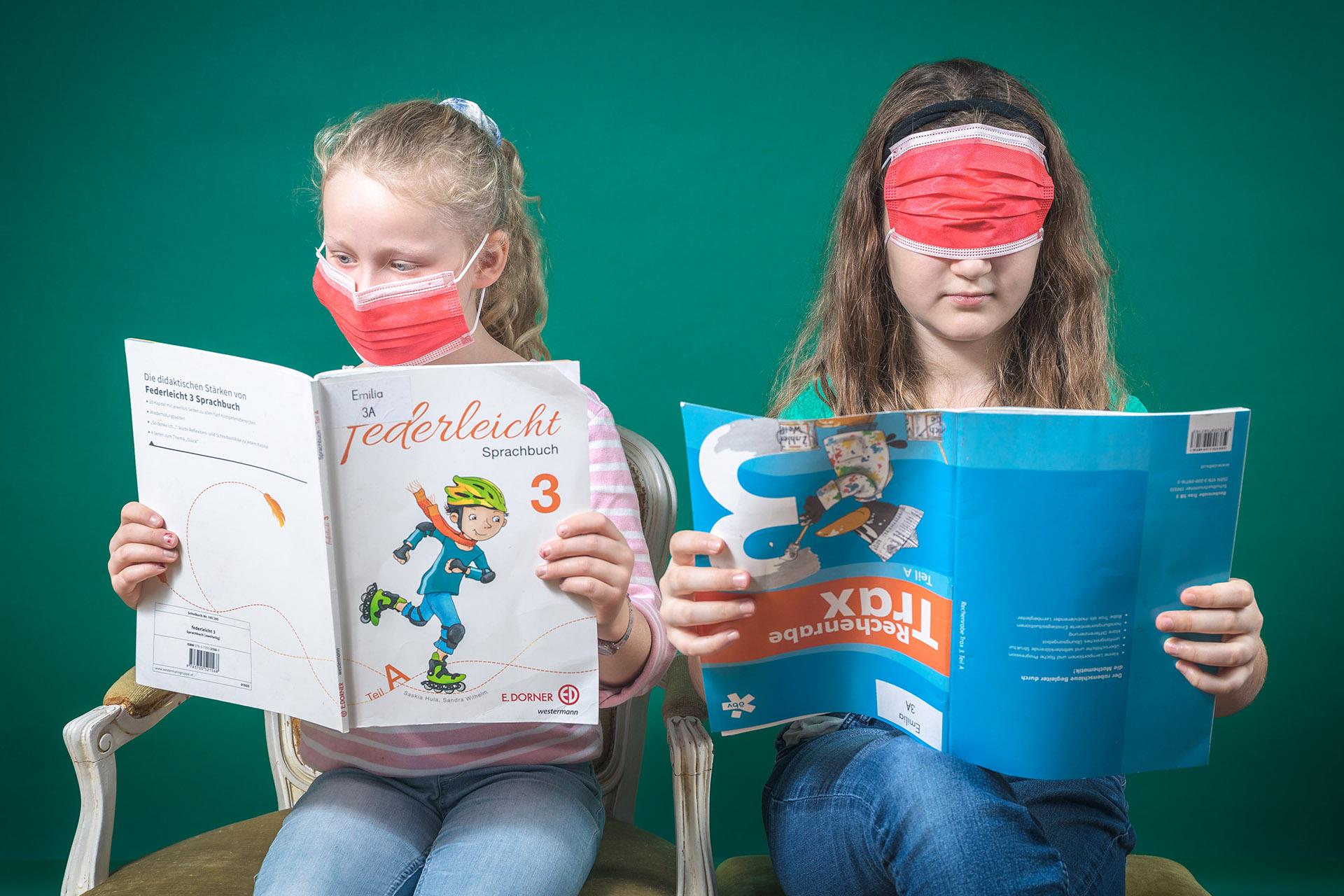 Emilia und Mascha Home-Schooling