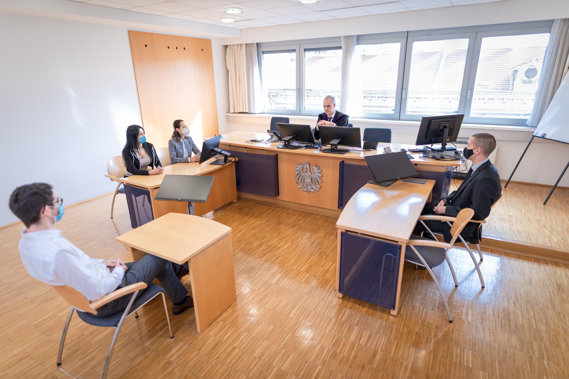 Richter Oliver Scheiber über positive Veränderungen im Gerichtssaal